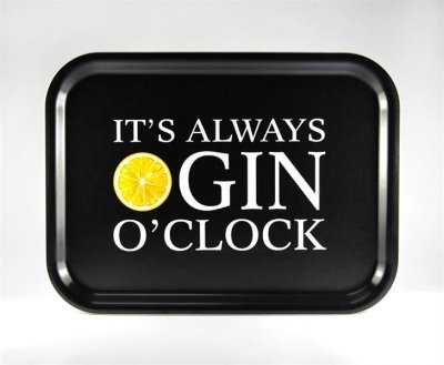 BRICKA 27X20 CM GIN O'CLOCK, SVART MED VIT/GUL TEXT - MELLOW DESIGN