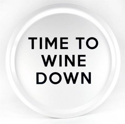 BRICKA RUND 31 CM WINE DOWN, VIT MED SVART TEXT - MELLOW DESIGN